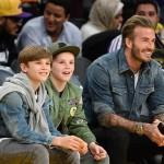 デビッド・ベッカム、息子たちとバスケットボール観戦