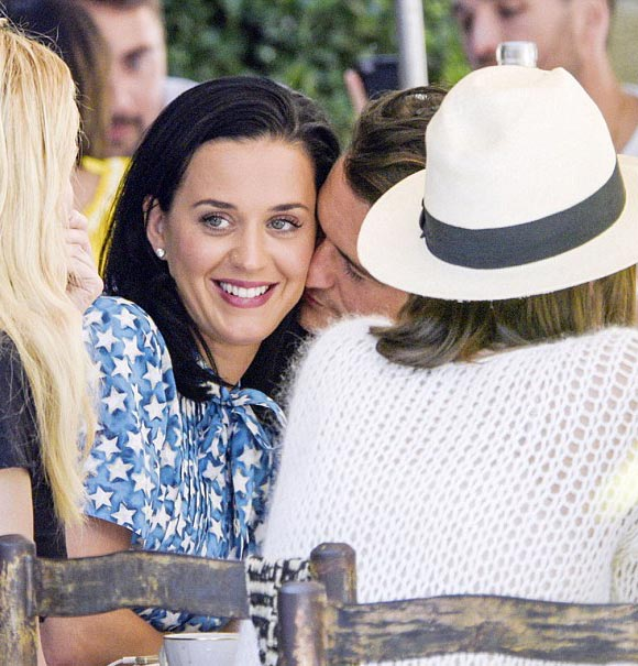 Katy-Perry-Orlando-Bloom-cannes-may-2016-04