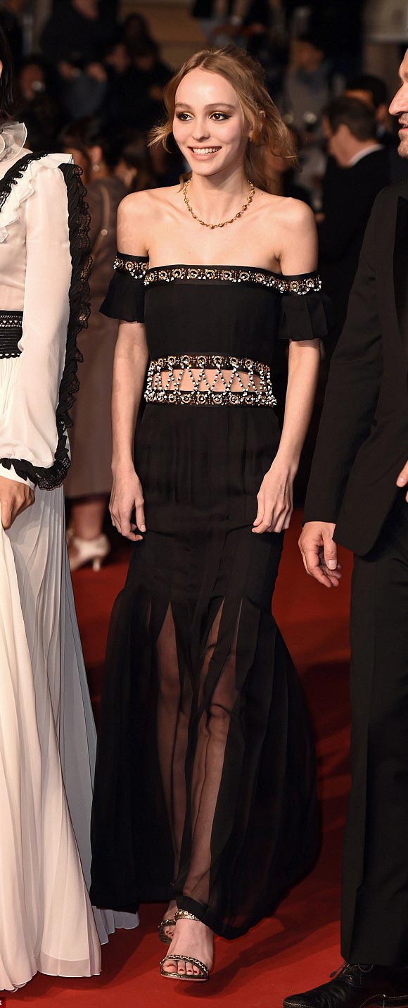 Lily-Rose-Depp-Cannes-2016-01