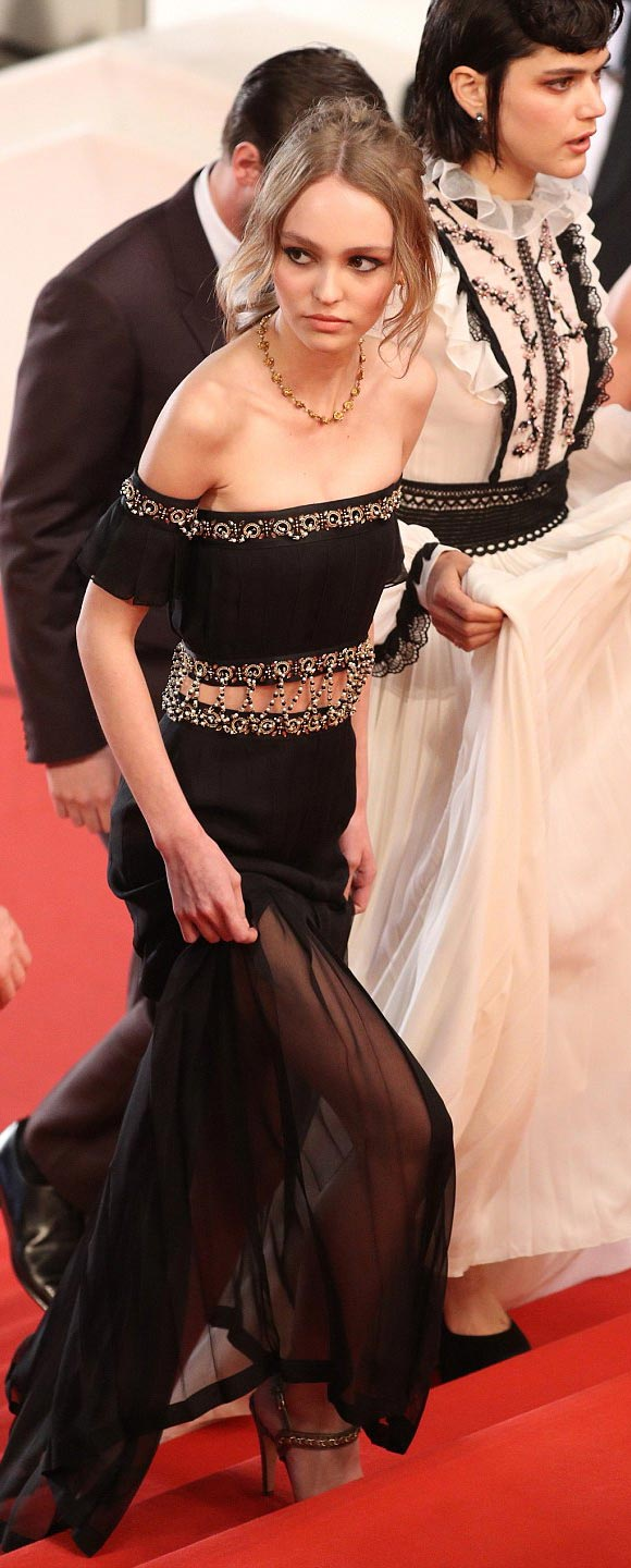 Lily-Rose-Depp-Cannes-2016-02