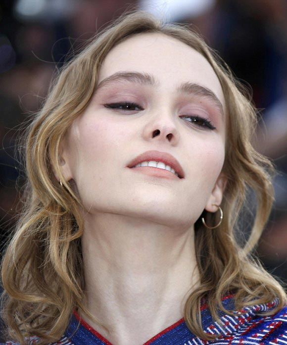 Lily-Rose-Depp-Cannes-2016-07