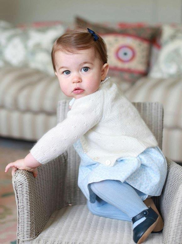 Princess-Charlotte-first-birthday-2016-01