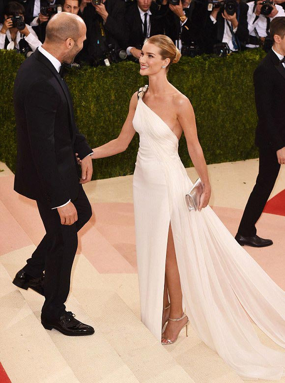 Rosie Huntington-Whiteley-Jason-Statham-Met-Gala-2016-01