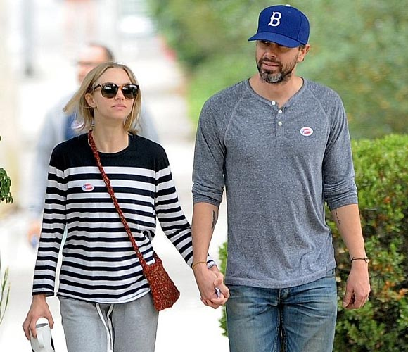 Amanda-Seyfried-Thomas-Sadoski-june-2016