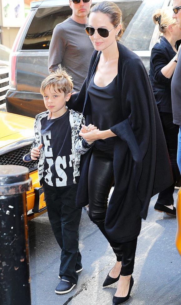 Angelina-Jolie-son-Knox-june-2016-01