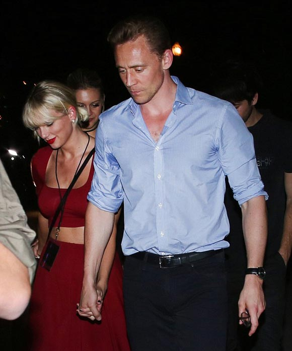 Taylor-Swift-Tom-Hiddleston-concert-jun-2016-03