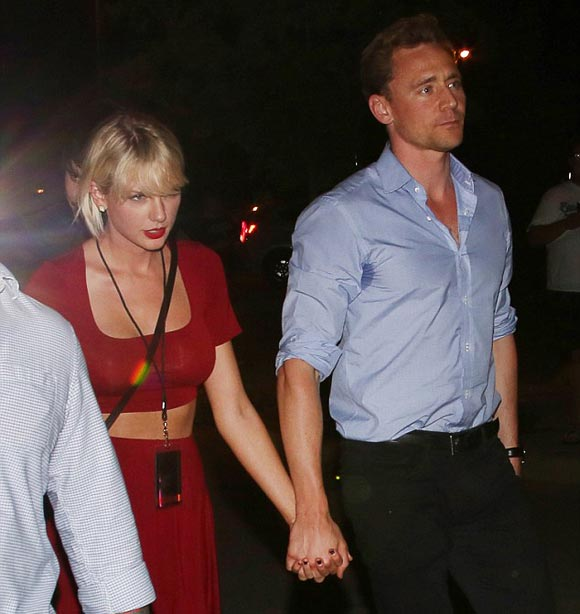 Taylor-Swift-Tom-Hiddleston-concert-jun-2016-04
