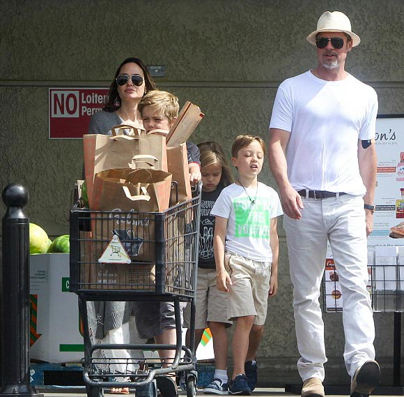 Brad-Pitt-Angelina-Jolie-Shiloh-Knox-Vivienne-july-2016-01
