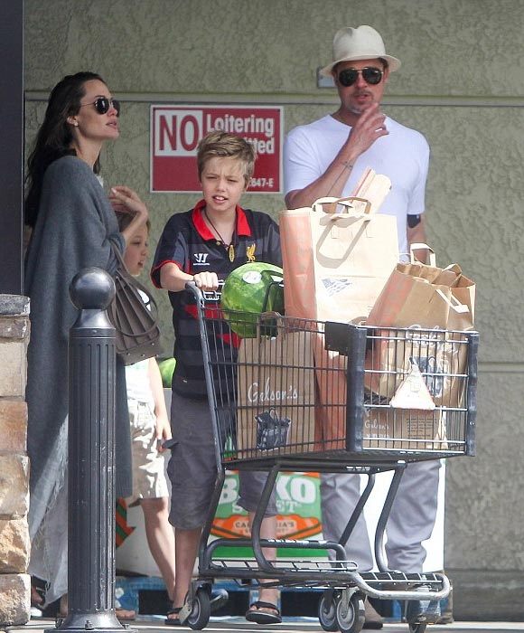 Brad-Pitt-Angelina-Jolie-Shiloh-Knox-Vivienne-july-2016-02