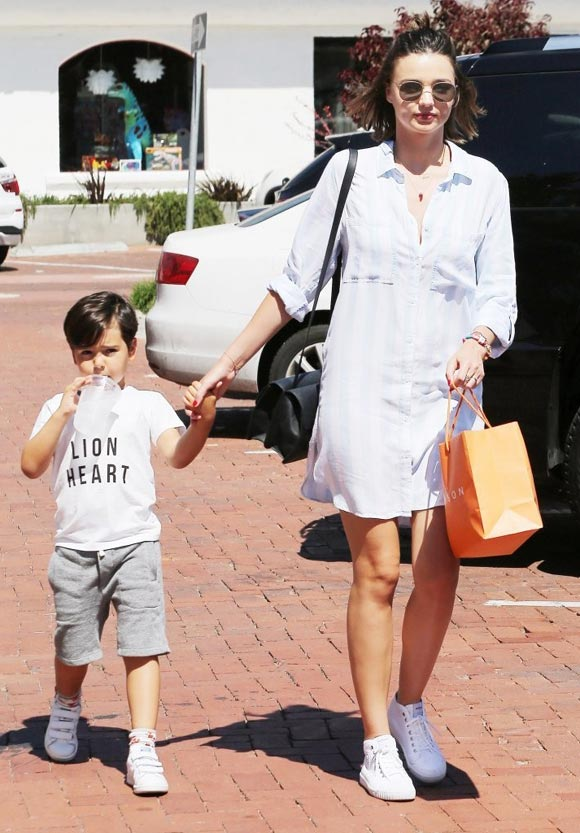 Miranda-Kerr-Son-Flynn-16-july-2016-01