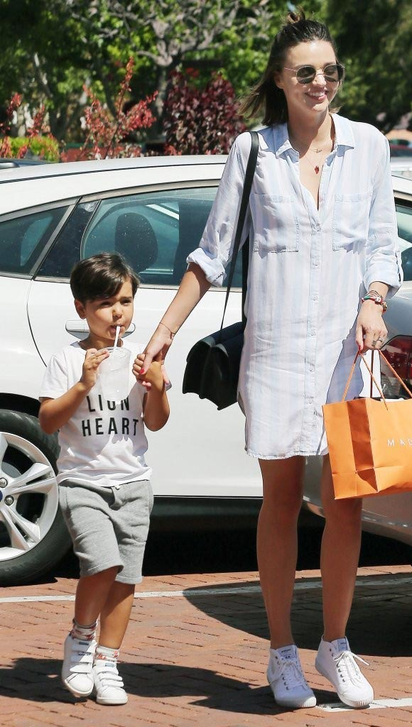 Miranda-Kerr-Son-Flynn-16-july-2016-02