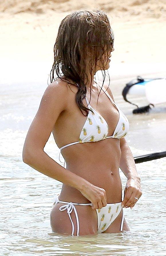 jessica-alba-bikini-july-18-2016-08