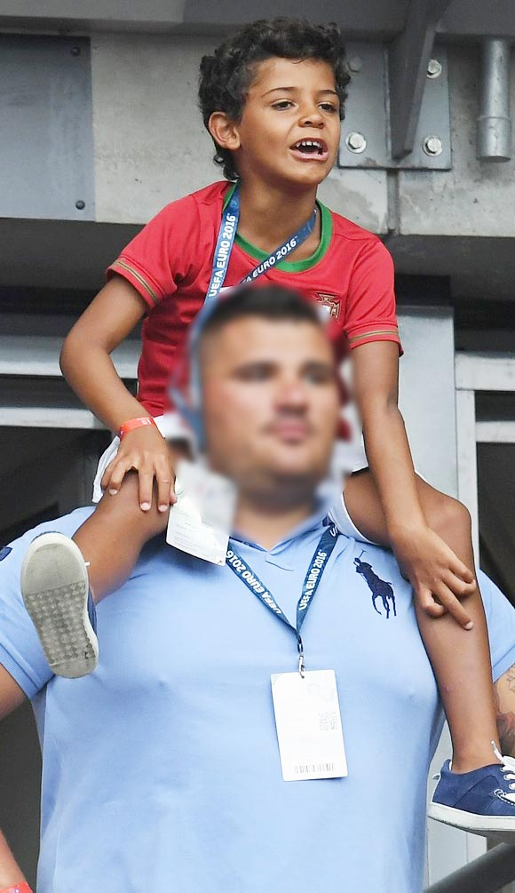ronaldo-jr-cheers-on-dad-at-euro-2016-final-game-2016-02
