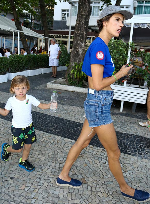 Alessandra-Ambrosio-childrens-rio-aug-2016-02