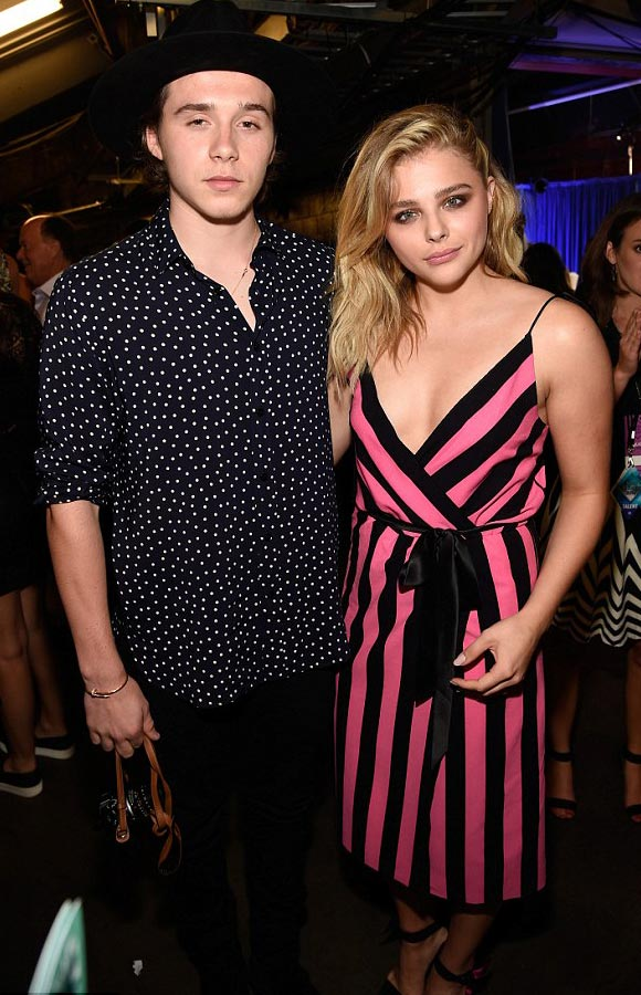 Chloe-Moretz-Brooklyn-Beckham-Teen-Choice-Award-2016-01