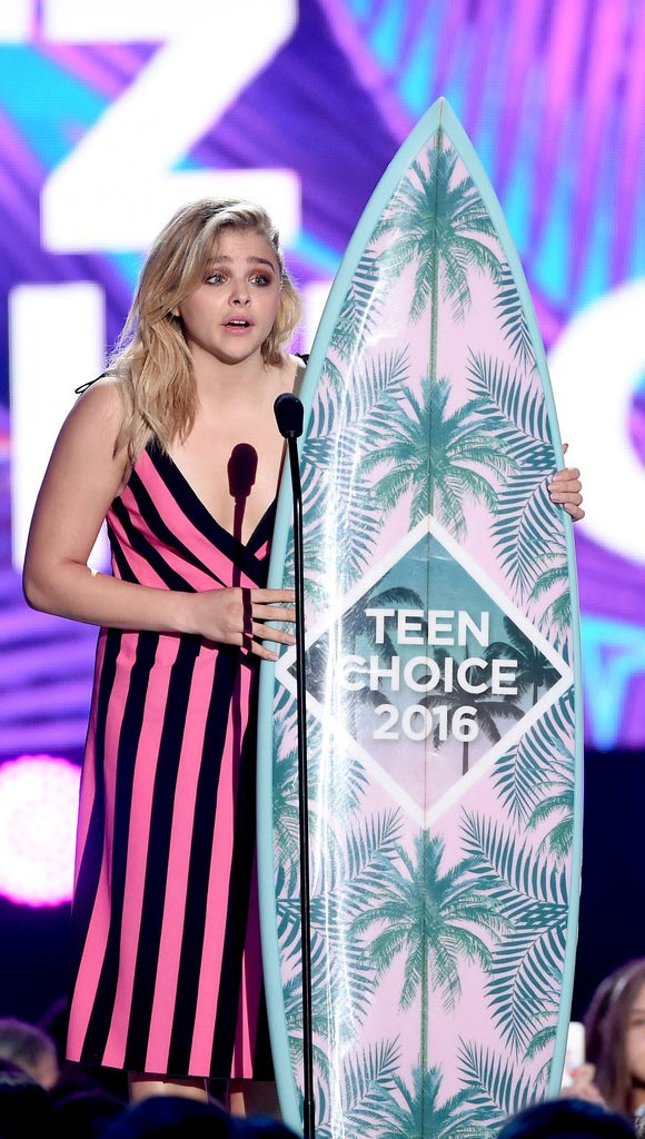 Chloe-Moretz-Teen-Choice-Award-2016-02