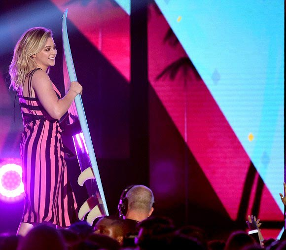 Chloe-Moretz-Teen-Choice-Award-2016-03