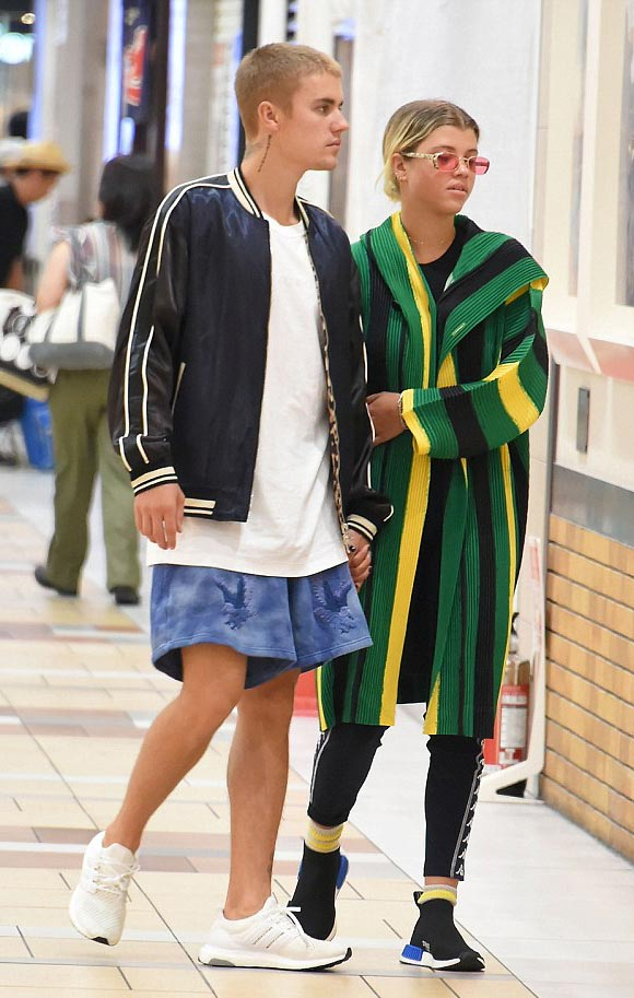 Justin-Bieber-Sofia-Richie-japan-14-aug-2016-01