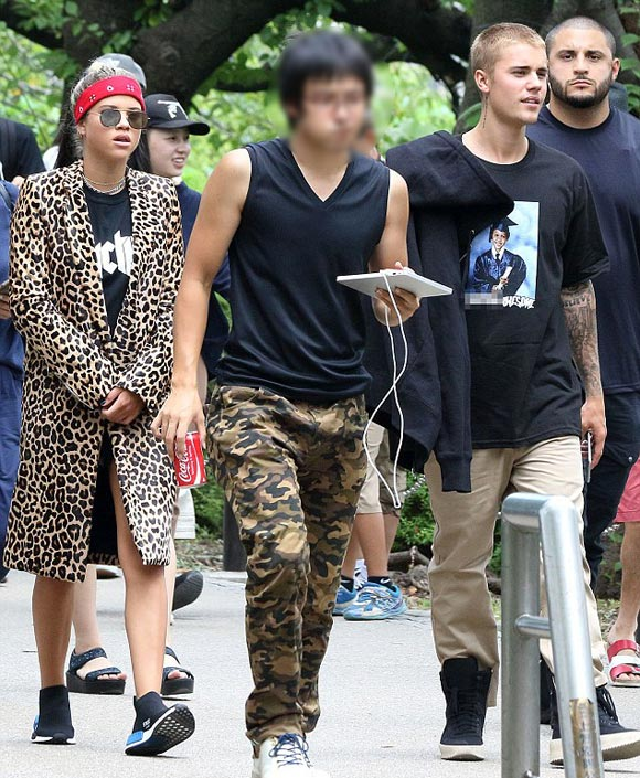 Justin-Bieber-Sofia-Richie-japan-aug-2016-01