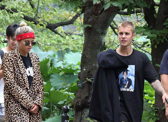 Justin-Bieber-Sofia-Richie-japan-aug-2016-02