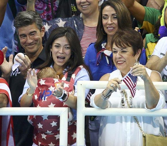 Michael-Phelps-fiance-Nicole-Johnson-son-Boomer-rio2016-04