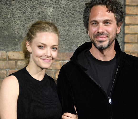 amanda-seyfried-thomas-sadoski-engagement-sep-2016