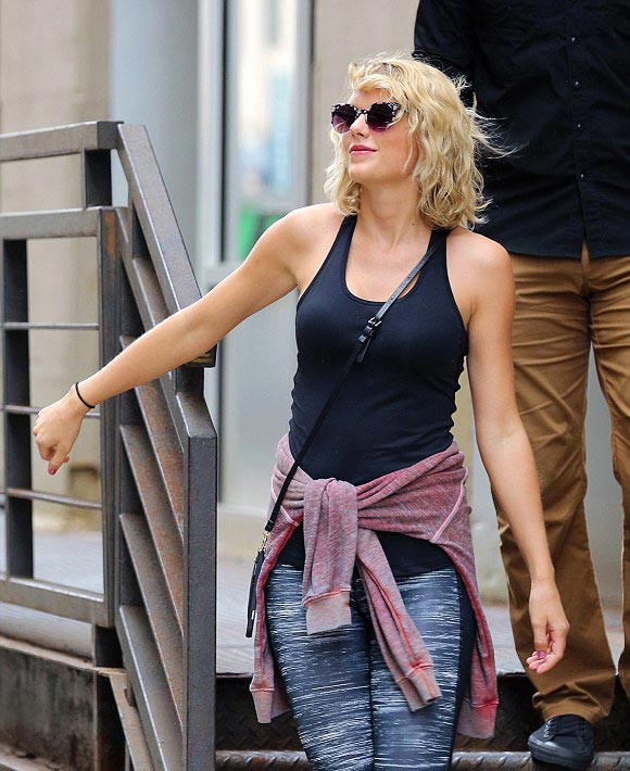Taylor-Swift-Tom Hiddleston- SPLIT-2016-02
