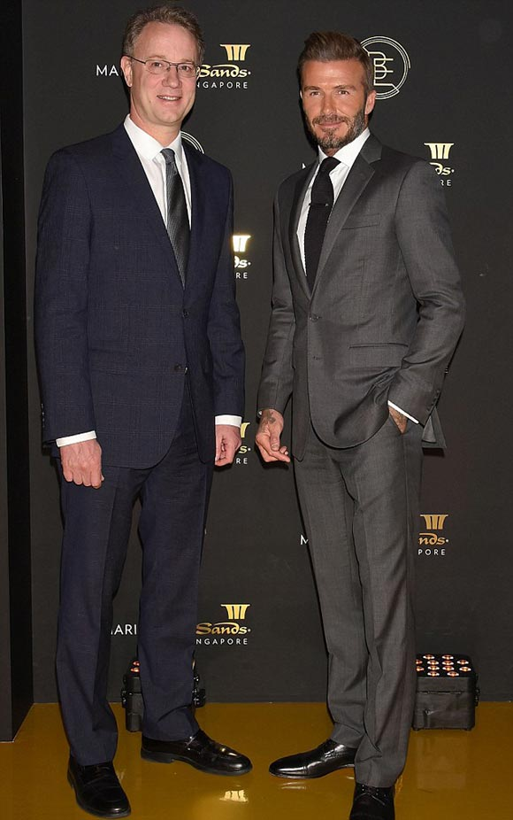 david-beckham-suit-29-sep-japan-03