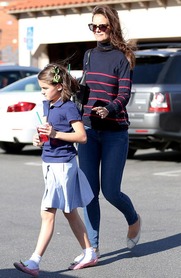 suri-cruise-starbucks-19-oct-2016-01