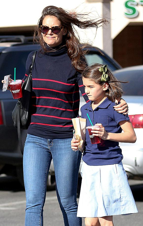 suri-cruise-starbucks-19-oct-2016-02