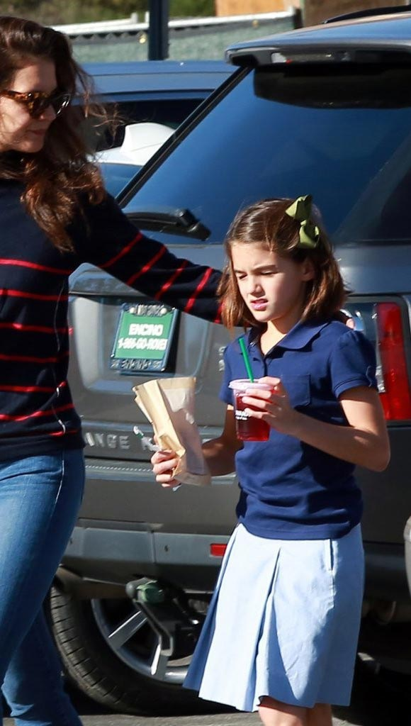 suri-cruise-starbucks-19-oct-2016-03