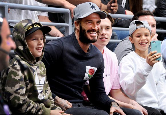 david-beckham-children-nhl-oct-2016-01