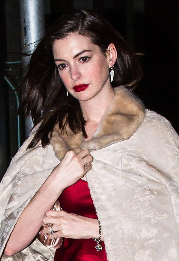 anne-hathaway-34th-birthday-2016-03