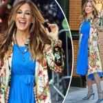 驚異の51歳サラ・ジェシカ・パーカー、華やかなファッション「ロイヤルブルーワンピ×花柄ジャケット」