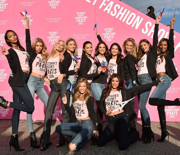 victoria-secret-models-paris-2016