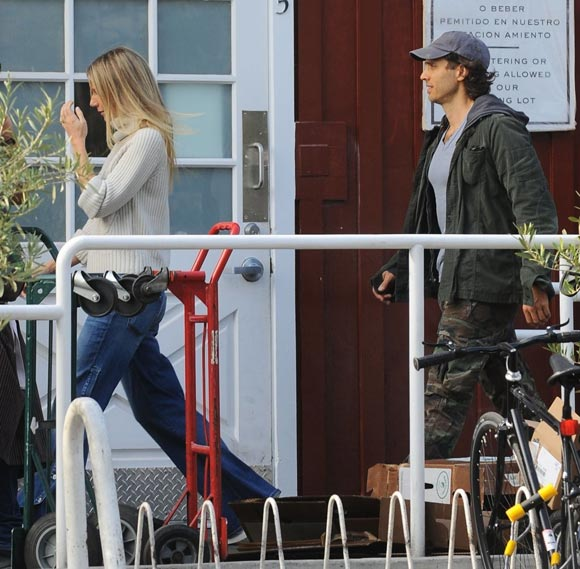 gwyneth-paltrow-brad-falchuk-dec-2016-03