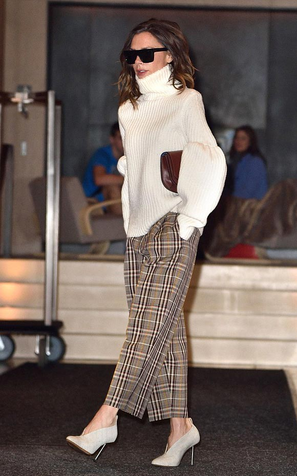 victoria-beckham-fashion-7-dec-2016-02