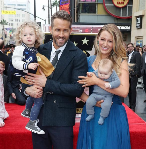 blake-lively-ryan-reynolds-daughter-james-dec-2016-02