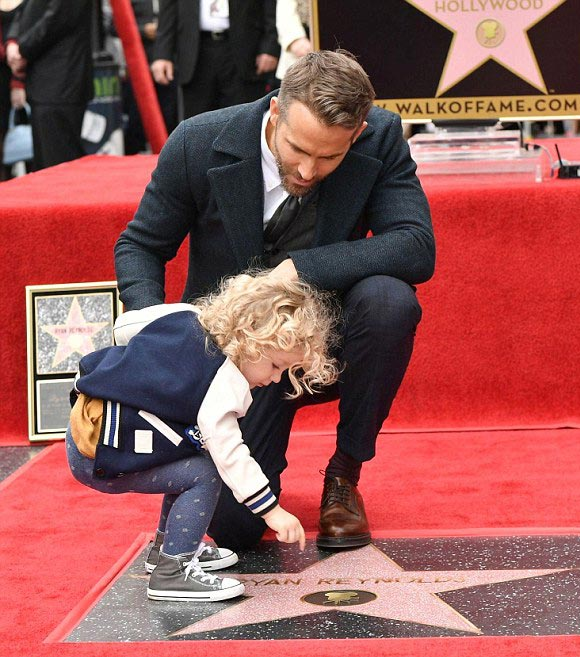 blake-lively-ryan-reynolds-daughter-james-dec-2016-06