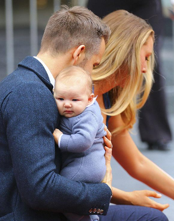 blake-lively-ryan-reynolds-daughter-james-dec-2016-08