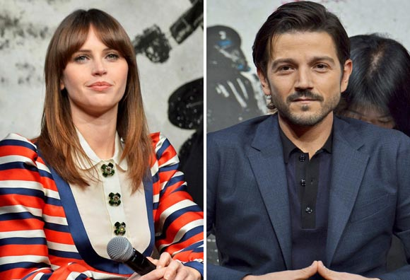 jones-diego-luna-rogue-one-japan-dec-2016-02