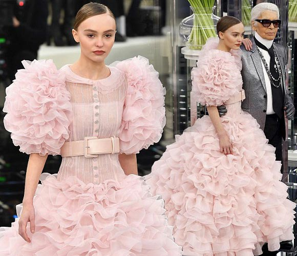 Lily-Rose-Depp-Chanel-ss17-Runway