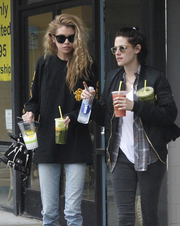 kristen-stewart-new-girlfriend-stella-maxwell-4-jan-2017-01