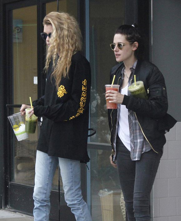 kristen-stewart-new-girlfriend-stella-maxwell-4-jan-2017-02