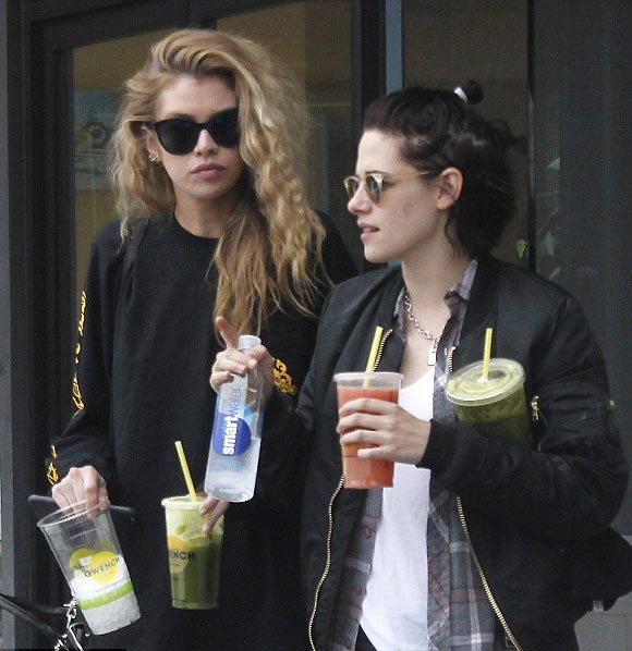 kristen-stewart-new-girlfriend-stella-maxwell-4-jan-2017-05