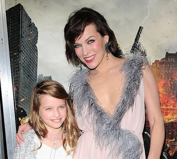 milla-Jovovich-daughter-Ever-Resident Evil-premiere-la-jan-2017