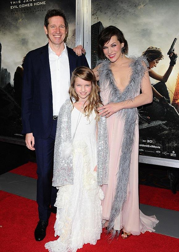 milla-Jovovich-family-Resident Evil-premiere-la-jan-2017_-01