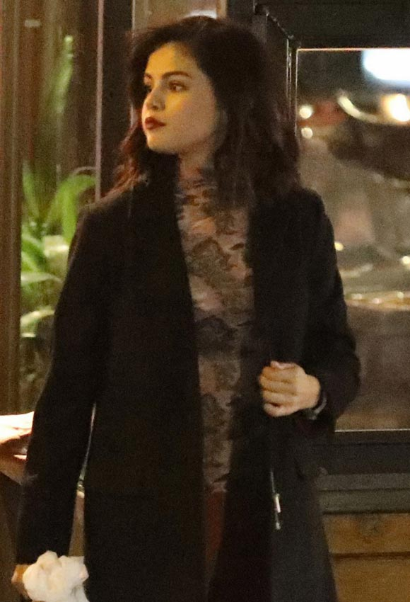 selena-gomez-grabs-dinner-jan-2017-04