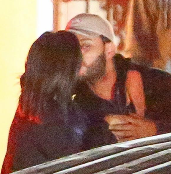 selena-gomez-the-weeknd-kiss-jan-2017-04