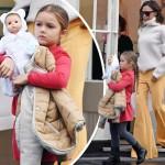 お人形を抱えるハーパーちゃん、母ヴィクトリアと2人きりのお出かけ!